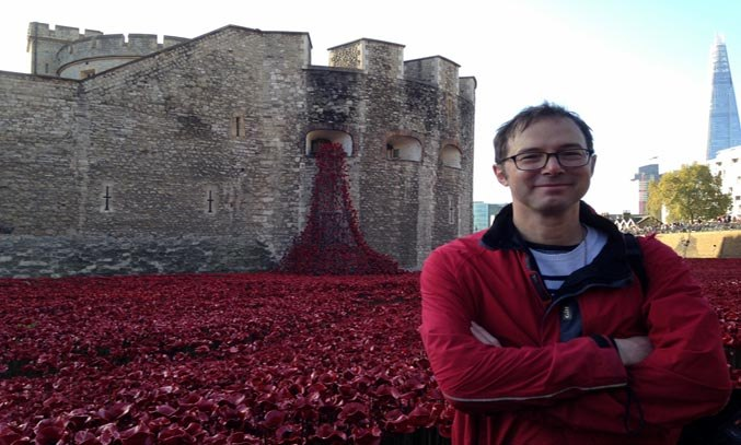 Tom Piper at the BLOOD-SWEPT LANDS AND SEAS OF RED poppy installation for Tower of London. Photo: Ian Ritchie