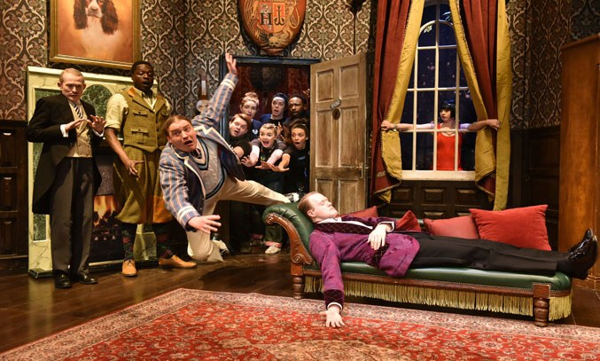 The cast of THE PLAY THAT GOES WRONG