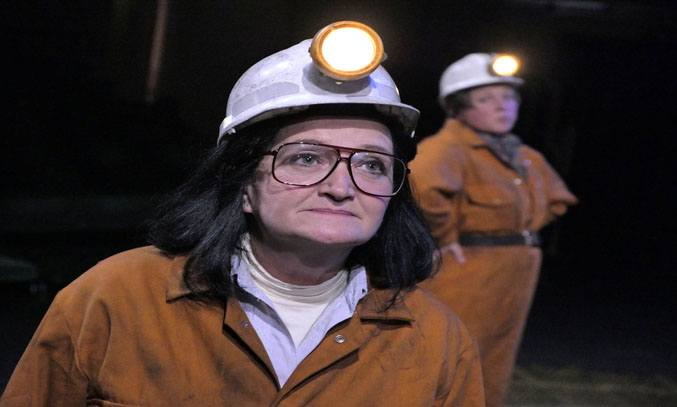 Kate Anthony (Anne) & Eve Robertson (Elaine) in QUEENS OF THE COAL AGE