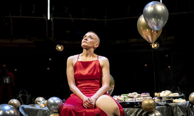 Lucy Ellinson (Macbeth) in MACBETH at Royal Exchange Theatre