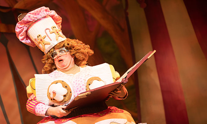 Eric Potts as Dame Nora Crumbles in SNOW WHITE